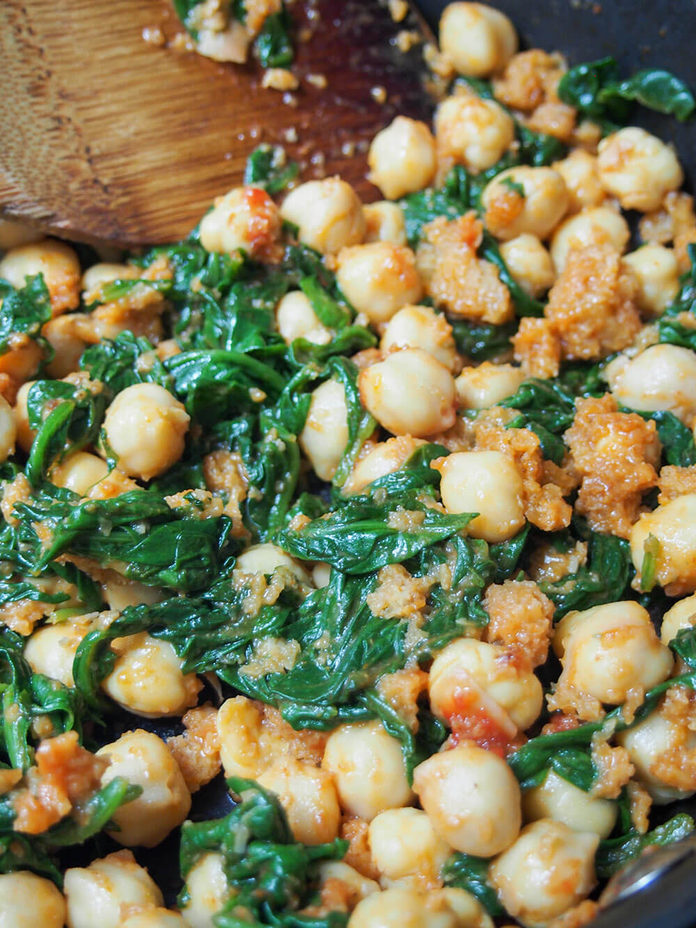 cooking Spanish chickpeas and spinach