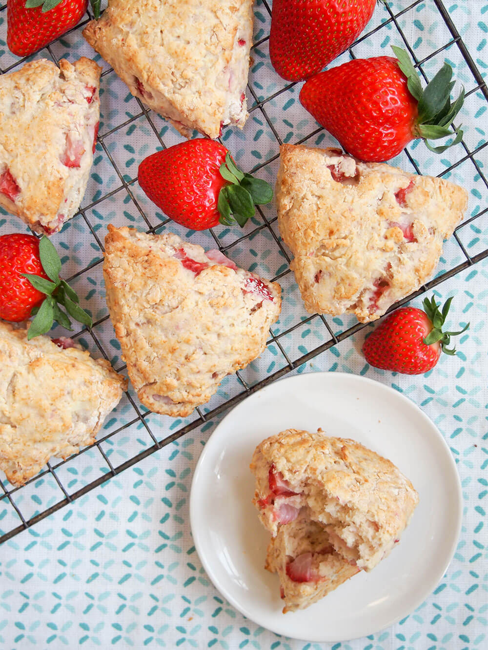 strawberry scones with mascarpone