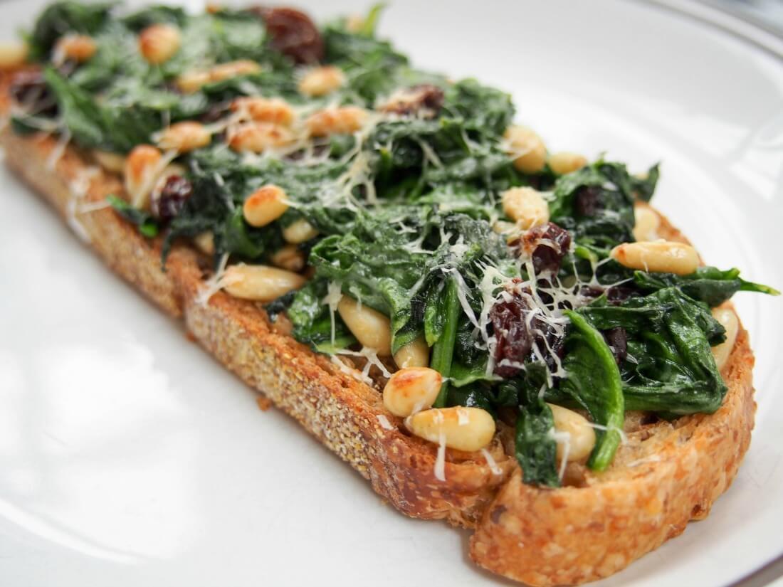 llescas Catalan bread pizza - spinach