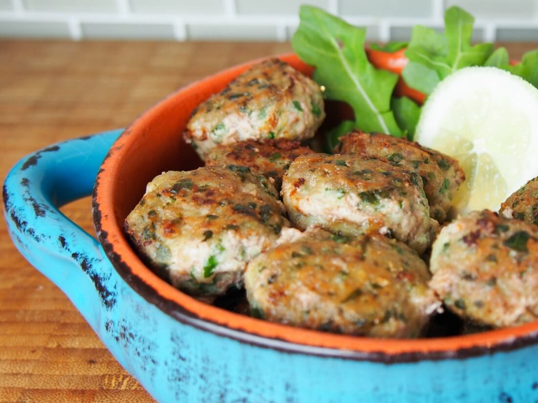 Pork meatballs with arugula and lemon