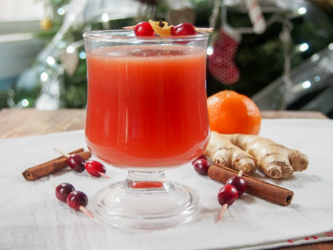Warm spiced cranberry cocktail or mocktail