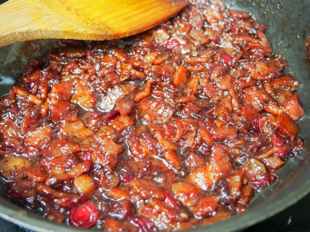 making cranberry bacon jam