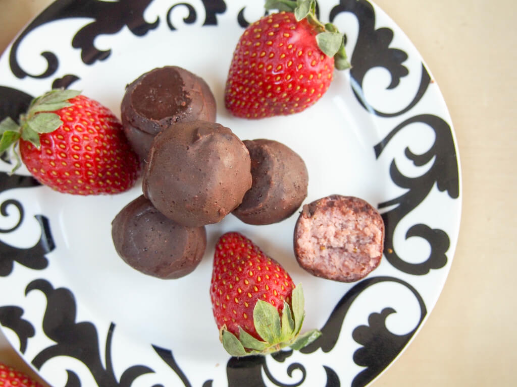 healthy strawberry truffles (vegan, GF)