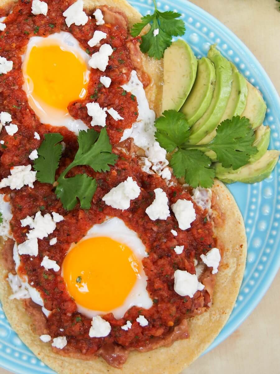 Huevos rancheros is such an easy breakfast/brunch or 'brinner' but so tasty with tortillas, eggs, beans and warm salsa. In less than 30mins!
