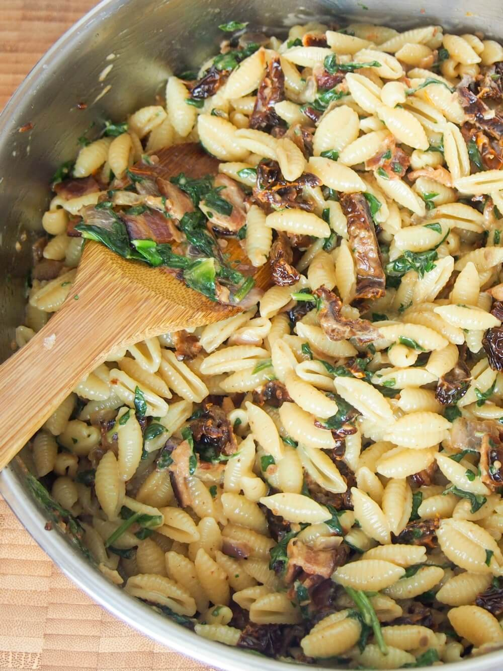 Bacon sundried tomato pasta with spinach and cream