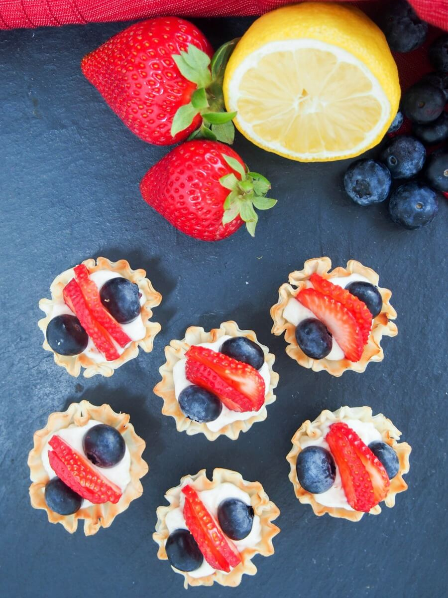 Berry phyllo cups with lemon cheesecake cream