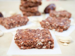no bake chocolate cashew bars