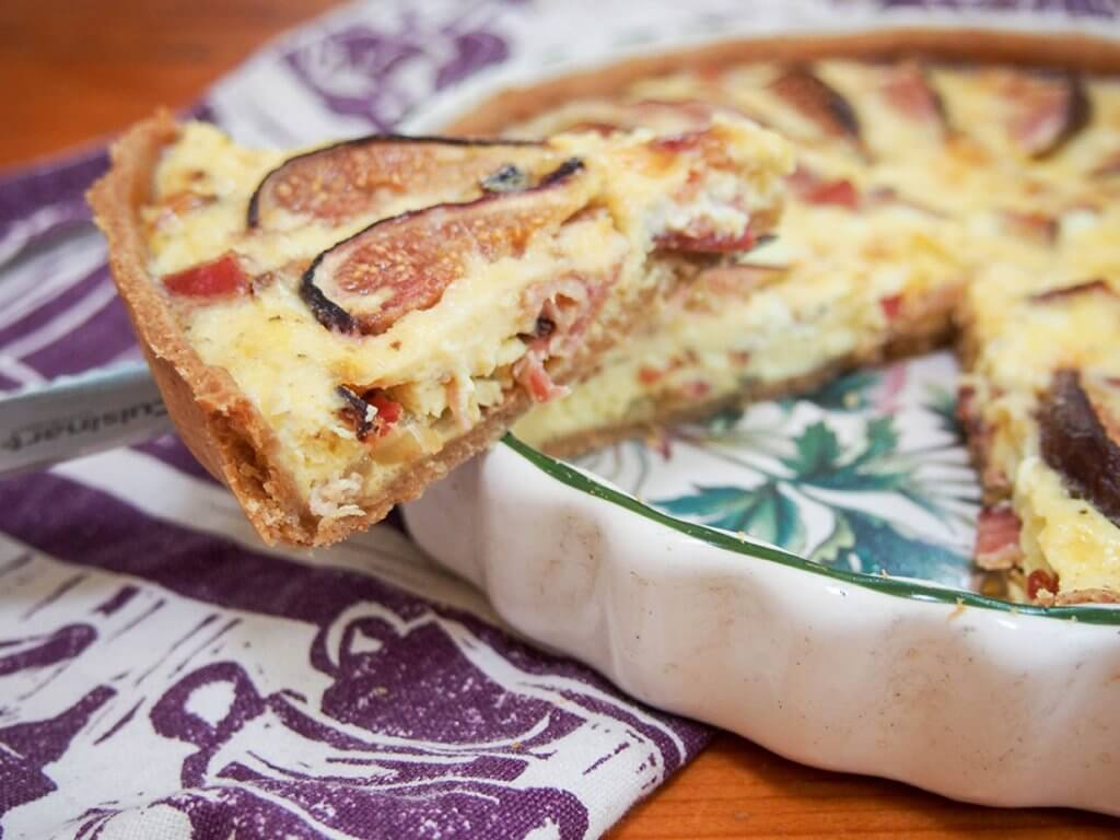 fig, goat's cheese and bacon quiche