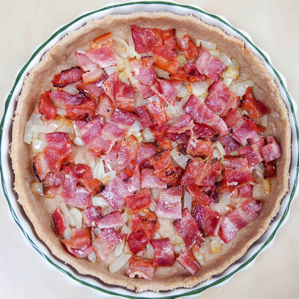 adding bacon to fig, goat's cheese and bacon quiche