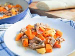 This apple, squash and pork skillet is a perfect fall meal for busy nights: quick to make (under 30mins), delicious seasonal flavors and all in one pan.