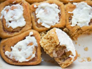 Pumpkin cinnamon rolls with maple-apple filling - a healthier version of the classic treat made with wholewheat flour and no refined sugar, but still delicious!