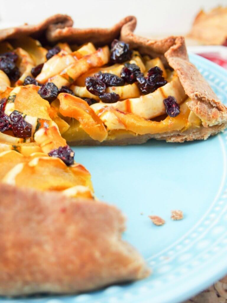 Cranberry maple delicata squash galette - a delicious winter/fall-flavored free form tart that is full of sweet-savory flavor. A great addition to any Thanksgiving/festive table.