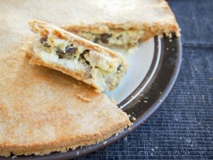 'Australian pie' - leftover turkey pie with raisins and bechamel