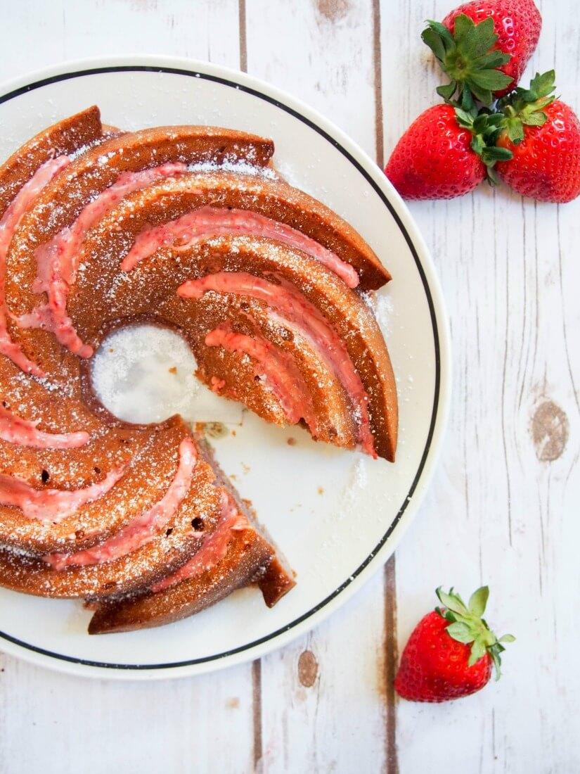 strawberry bundt cake