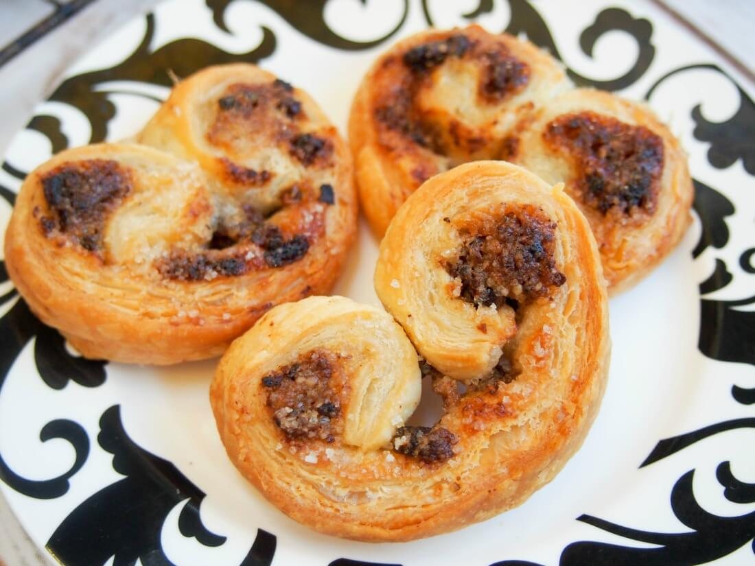 These date walnut palmiers have only 4 ingredients and take no time to make. Low on sugar but full of delicious flavor. A perfect tea-time snack.