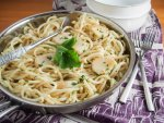 scallop pasta with garlic and white wine