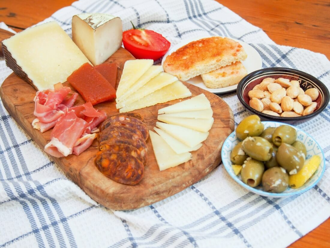 Spanish cheese plate : gourmet cheese plate - pezcame.com