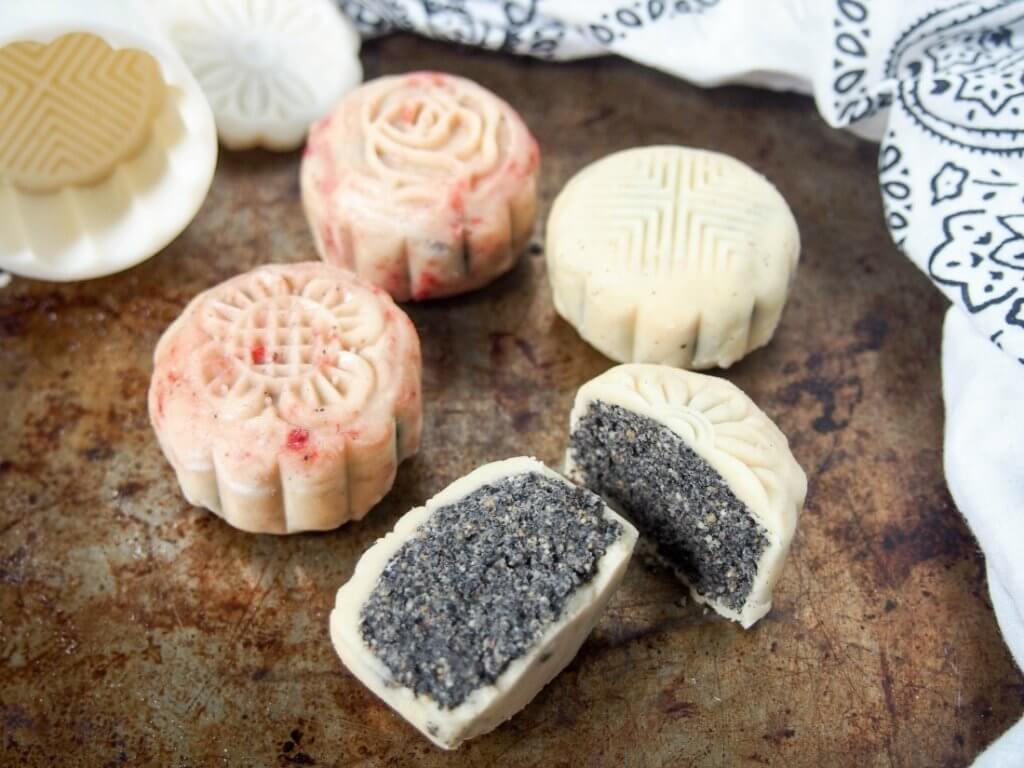 Chinese mooncakes snow skiin mooncakes