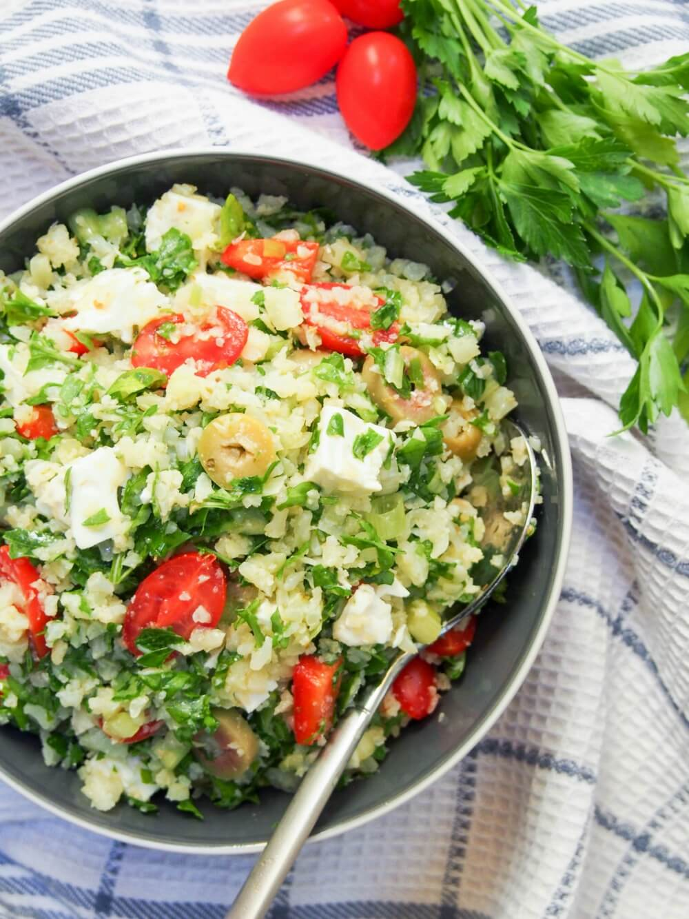 This Greek-style cauliflower rice salad is low on carbs and high on taste - full of Mediterranean flavors and so easy to make. It also packs well so is perfect for a picnic, potluck or lunchbox.