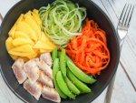 Seared tuna and veggie bowl
