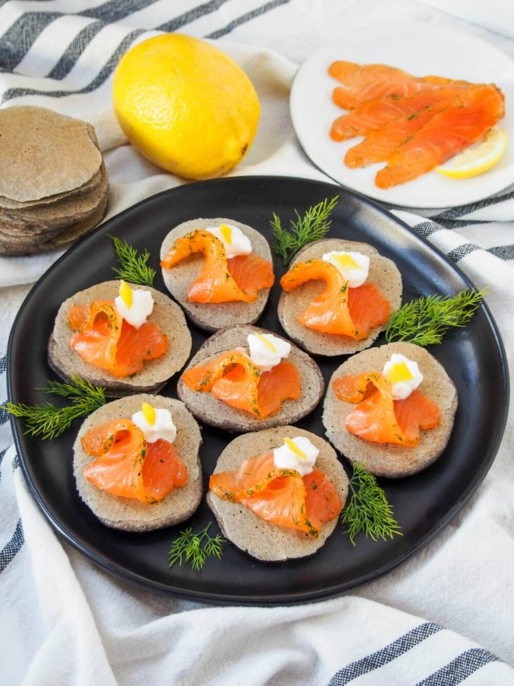 blini with smoked salmon gravlax