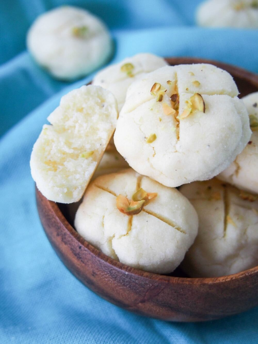 Persian rice cookies (nan-e berenji)