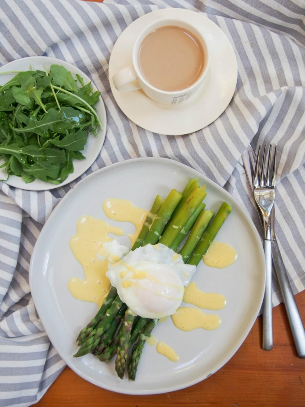 Asparagus with easy blender hollandaise sauce with poached egg and side salad