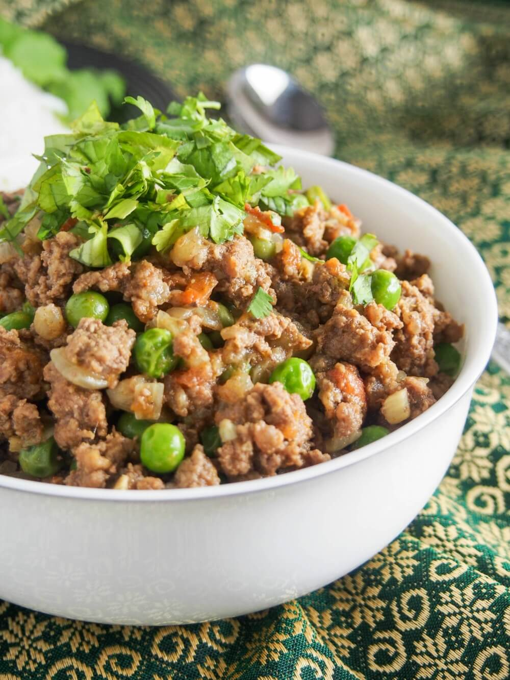 Keema curry (keema matar) is a delicious Indian/Pakistani ground meat and pea curry. Easy to make, and with plenty of flavor, it's a great meal for any night of the week. It's also perfect for meal prep.