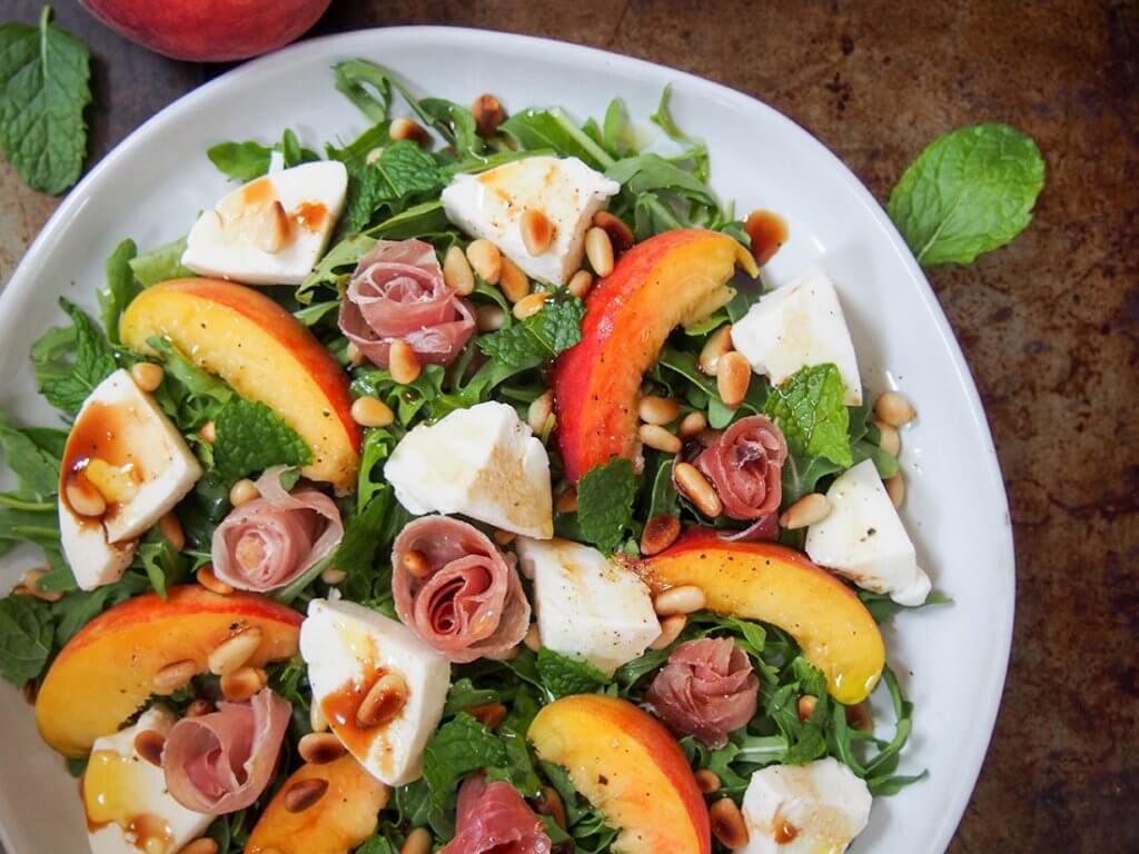 Prosciutto salad with peach and mozzarella