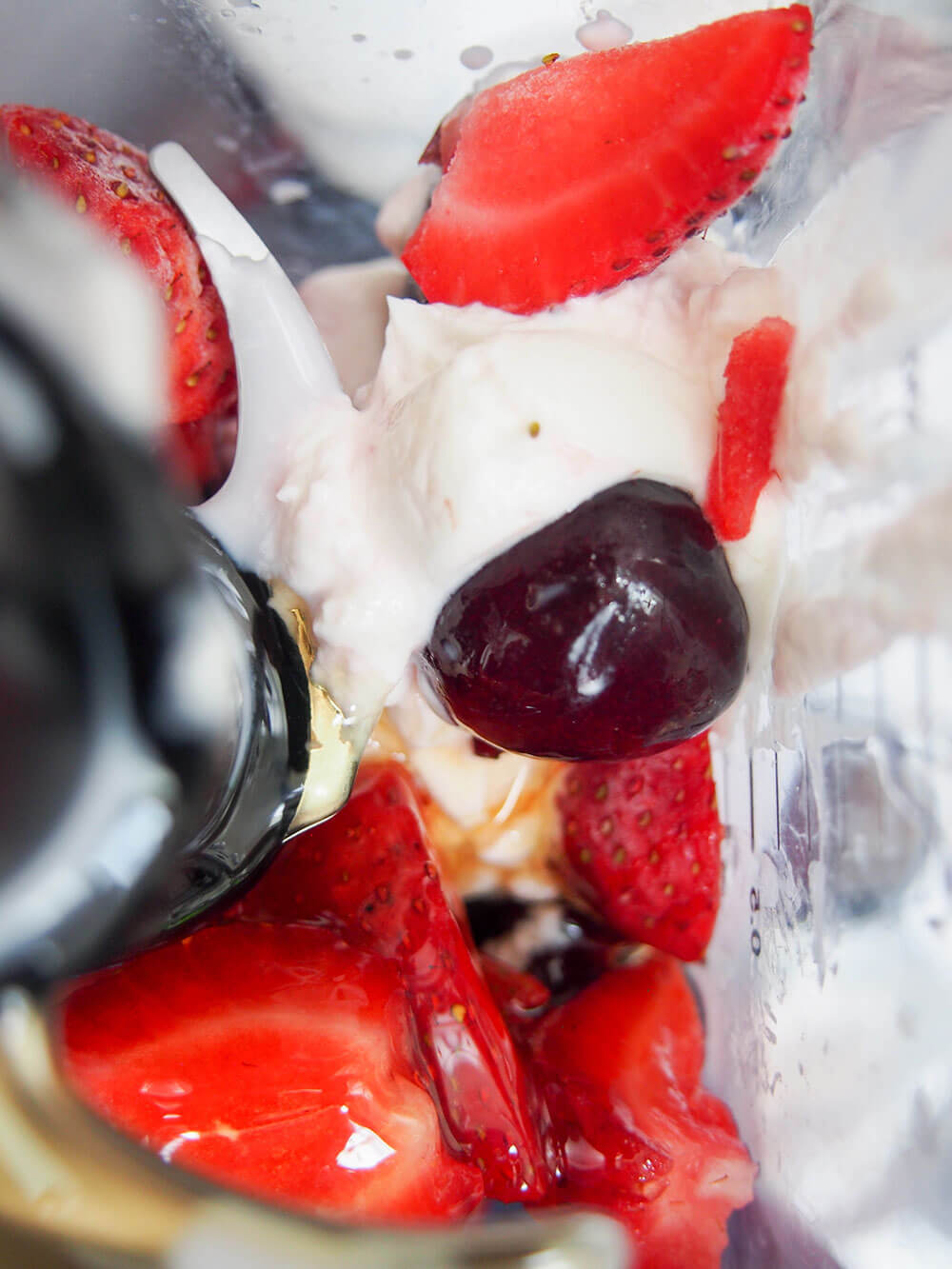 cherry strawberry frozen yogurt ingredients in blender