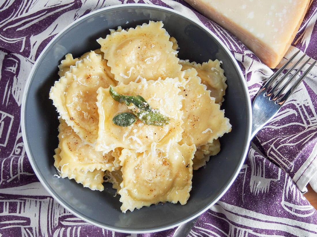 Ricetta Ravioli Alla Zucca.Pumpkin Ravioli Tortelli Di Zucca Caroline S Cooking