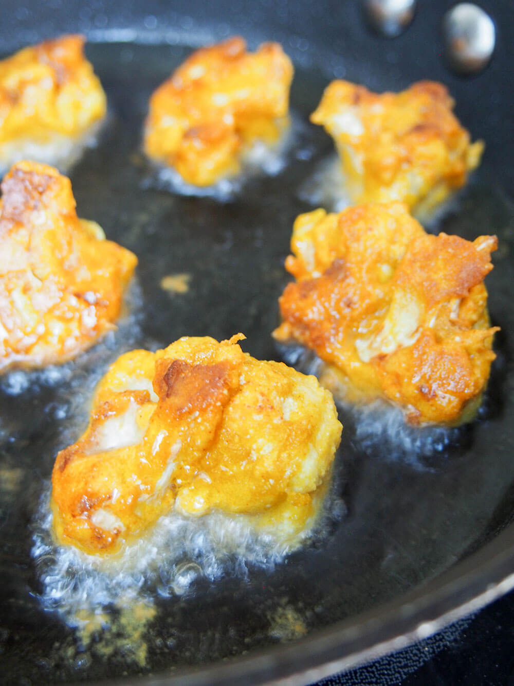 frying Cauliflower pakora