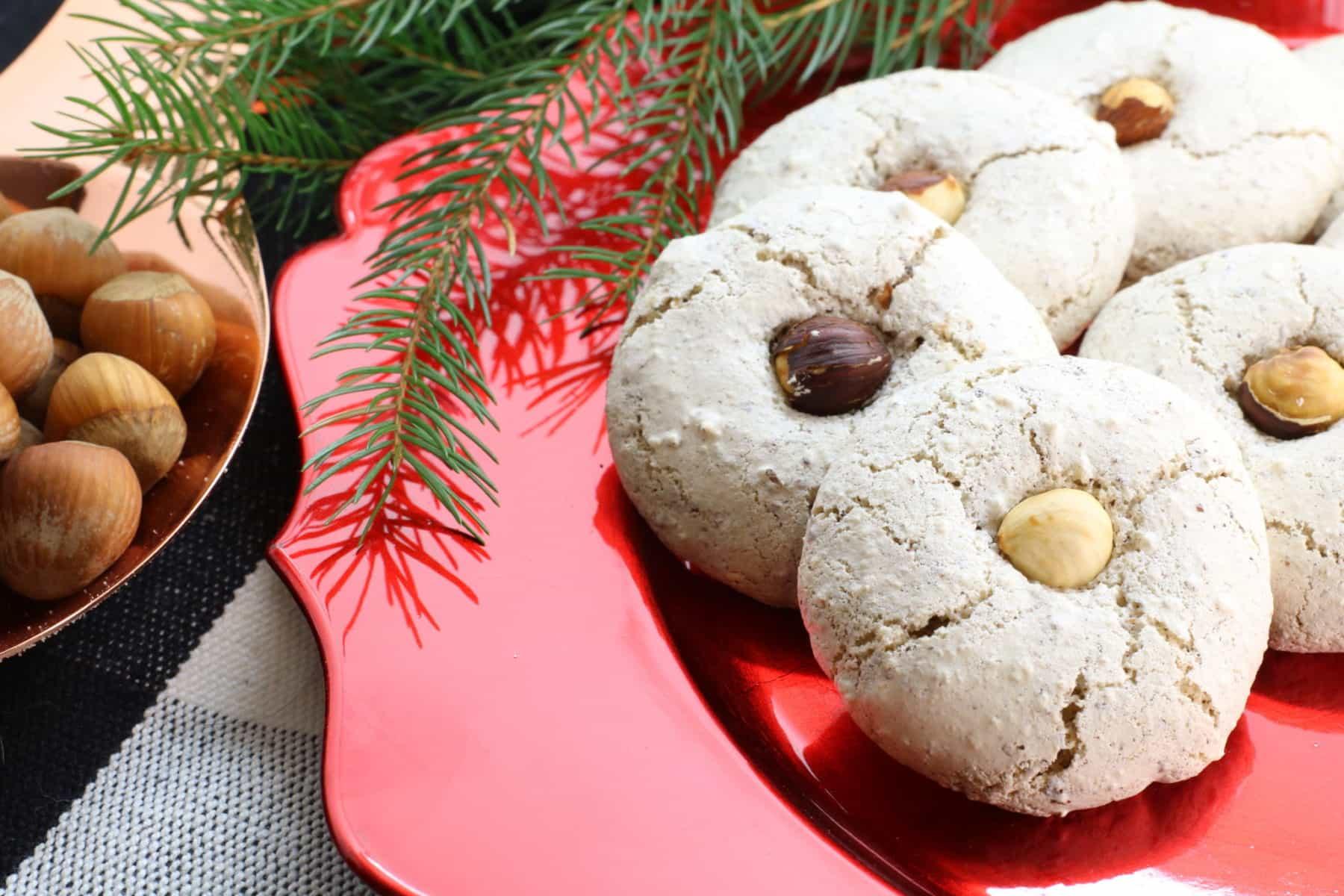 hazelnut meringue cookies