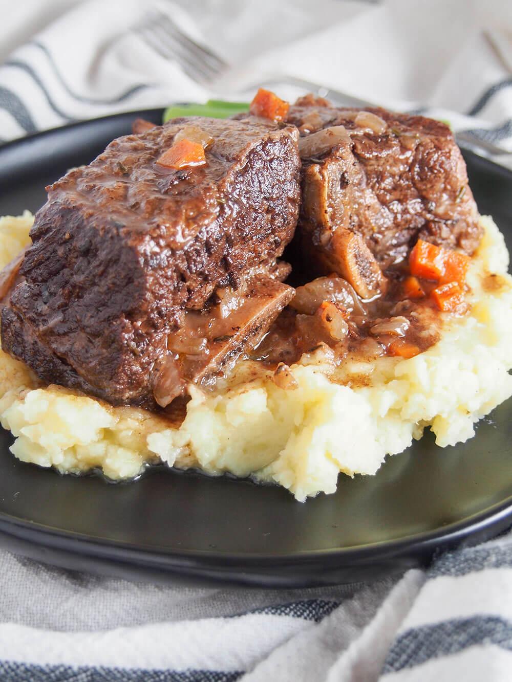 slow cooker short ribs close up