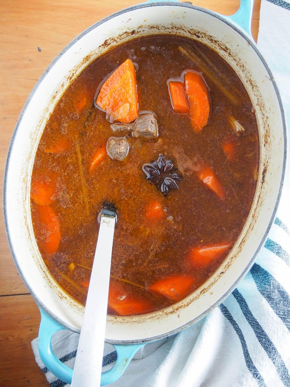 bo kho Vietnamese beef stew in pot