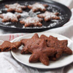 Basler brunsli cookie on plate