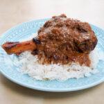 slow cooker lamb rogan josh shank over rice